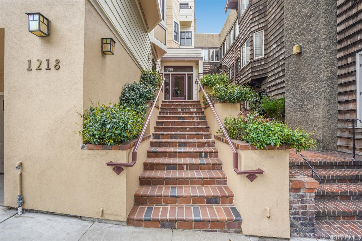 Listing 421541681 : 1218  Leavenworth Street 1, San Francisco, CA, 94109  (photo 2)